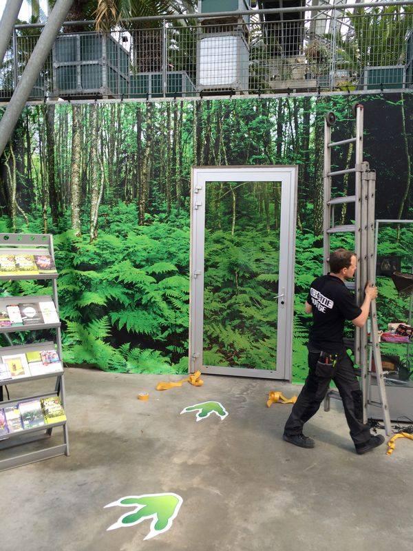 Planten uit de Oertijd muurdoek en one-way vision op deur Studio Kaboem!